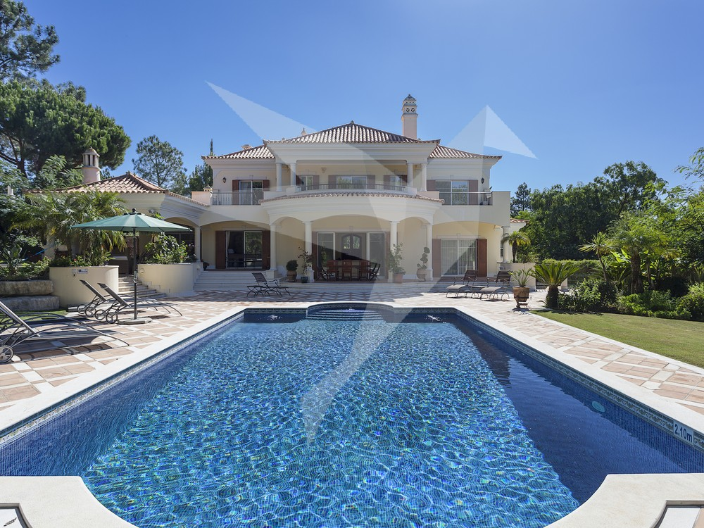 Renting a Luxury Villa vs Staying at a Luxury Hotel in the Algarve, Portugal